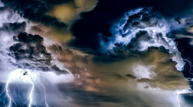 Great, fierce cloud of white, gray, light blue and dark blue hues, with lightning.